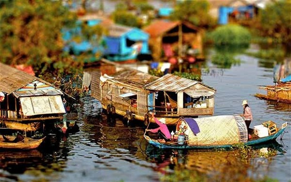floating-village-a_1923682b